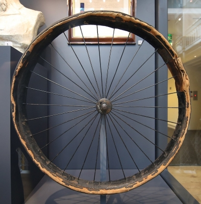 1063px-Dunlop_first_pneumatic_bicycle_tyre.jpeg